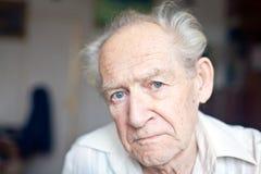 Homme aîné triste Images stock
