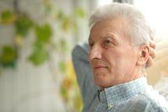 Homme aîné triste Photos stock