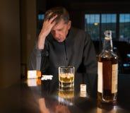 Homme adulte caucasien supérieur avec la dépression Photo libre de droits