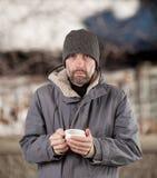 Homme adulte retenant la cuvette Photos libres de droits