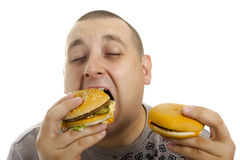 Homme affamé avec l'hamburger. Photos libres de droits