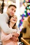 Homme affectueux avec la femme caressant Photos libres de droits