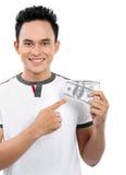 Homme affichant l'argent Photographie stock libre de droits