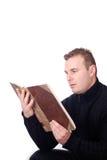 Homme affichant un livre Photo stock