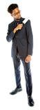 Homme afro-américain attirant d'affaires posant dans le studio Photo stock