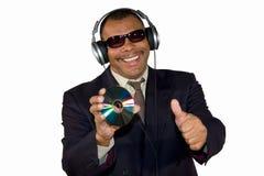 Homme afro-américain de sourire posant des pouces vers le haut Images libres de droits