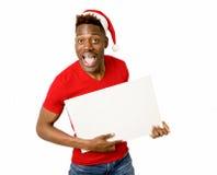 Homme afro-américain noir dans l'espace heureux de sourire de copie de panneau d'affichage de blanc d'apparence de chapeau de San Images libres de droits