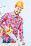 Homme agréable travaillant avec du bois Photographie stock