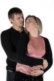Homme amoureux et le femme. La verticale d'isolement sur un Ba blanc Photos stock