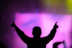 Homme appréciant le concert Images libres de droits