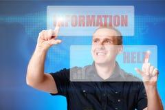 Homme appuyant sur des boutons de l'information et d'aide Image stock
