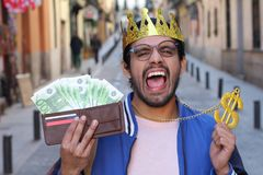 Homme arrogant montrant son argent photo libre de droits
