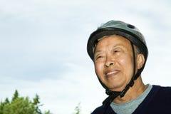 Homme asiatique aîné actif Images libres de droits