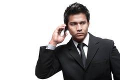 Homme asiatique attirant avec le téléphone Photos libres de droits
