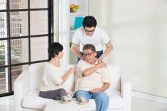 Homme asiatique avec blessé Image stock