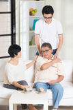 Homme asiatique avec blessé Images stock