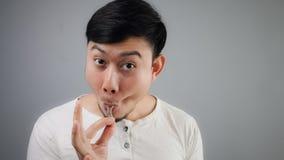 Homme asiatique avec l'os de poulet Photos libres de droits