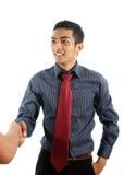 Homme asiatique d'affaires serrant la main Image libre de droits