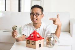 Homme asiatique heureux Image stock