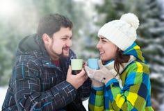Homme attirant avec du café potable de femme Photographie stock libre de droits