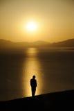 homme au lever de soleil Images libres de droits