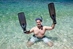 Homme avec des ailettes sur les mains Images libres de droits