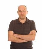 Homme avec des bras pliés sur le blanc Image stock
