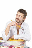 Homme avec des brosses et la séance de palette D'isolement au-dessus du blanc photo libre de droits