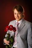 Homme avec des fleurs Photographie stock libre de droits