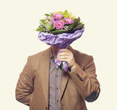 Homme avec des fleurs Photo stock