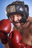 Homme avec des gants de boxe Photos stock