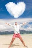 Homme avec des mains dans le ciel célébrant l'amour Photo stock