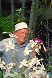 Homme avec des orchidées Photo libre de droits