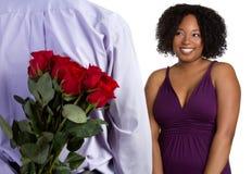 Homme avec des roses images stock