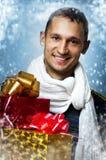 Homme avec deux cadres de cadeau de Noël Image libre de droits