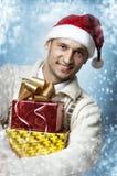Homme avec deux cadres de cadeau de Noël Photos stock