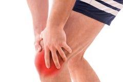Homme avec douleur de genou photographie stock libre de droits