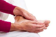 Homme avec douleur de pied Images libres de droits
