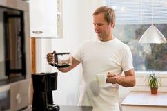 Homme avec du café Image stock