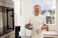 Homme avec du café Photographie stock