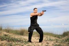 Homme avec l'arme à feu Photographie stock