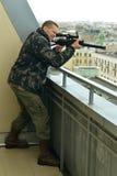 Homme avec l'arme Photographie stock libre de droits
