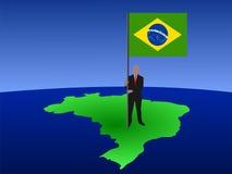 Homme avec l'indicateur du Brésil sur la carte Photos stock