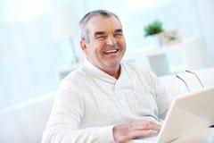 Homme avec l'ordinateur portable Images libres de droits