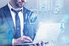 Homme avec l'ordinateur portable, interface numérique d'affaires illustration libre de droits