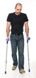 Homme avec la béquille Image stock