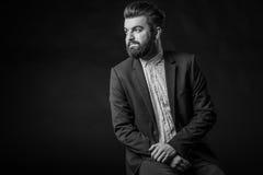 Homme avec la barbe, noire et blanche images stock