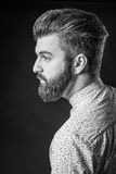 Homme avec la barbe, noire et blanche photos stock