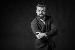 Homme avec la barbe, noire et blanche image stock