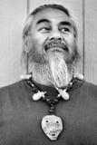 Homme avec la barbichette et le collier Image stock